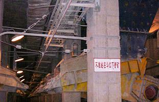 江西德兴铜矿—粗矿堆下使用XZG9型装矿车